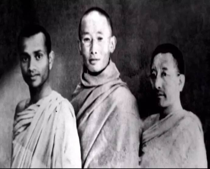 Gendun Chophel With Two Indian Monks
