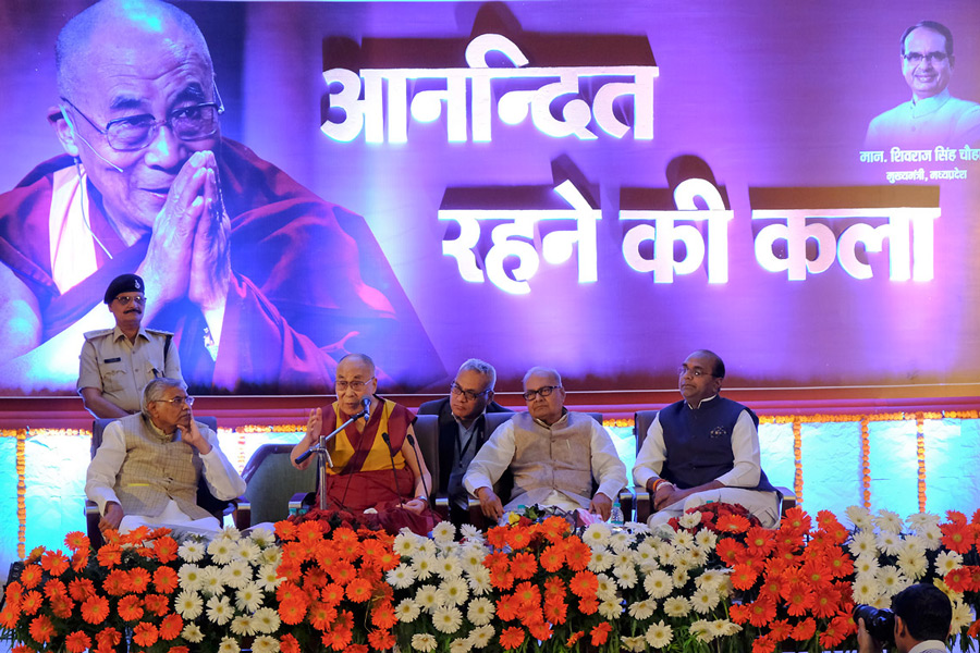 His Holiness the Dalai Lama speaking on The Art of Happiness in Bhopal, Madhya Pradesh