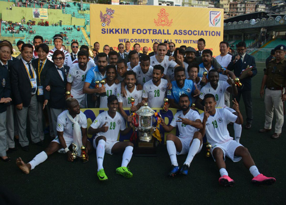 Mohun Bagan Lifts the trophy