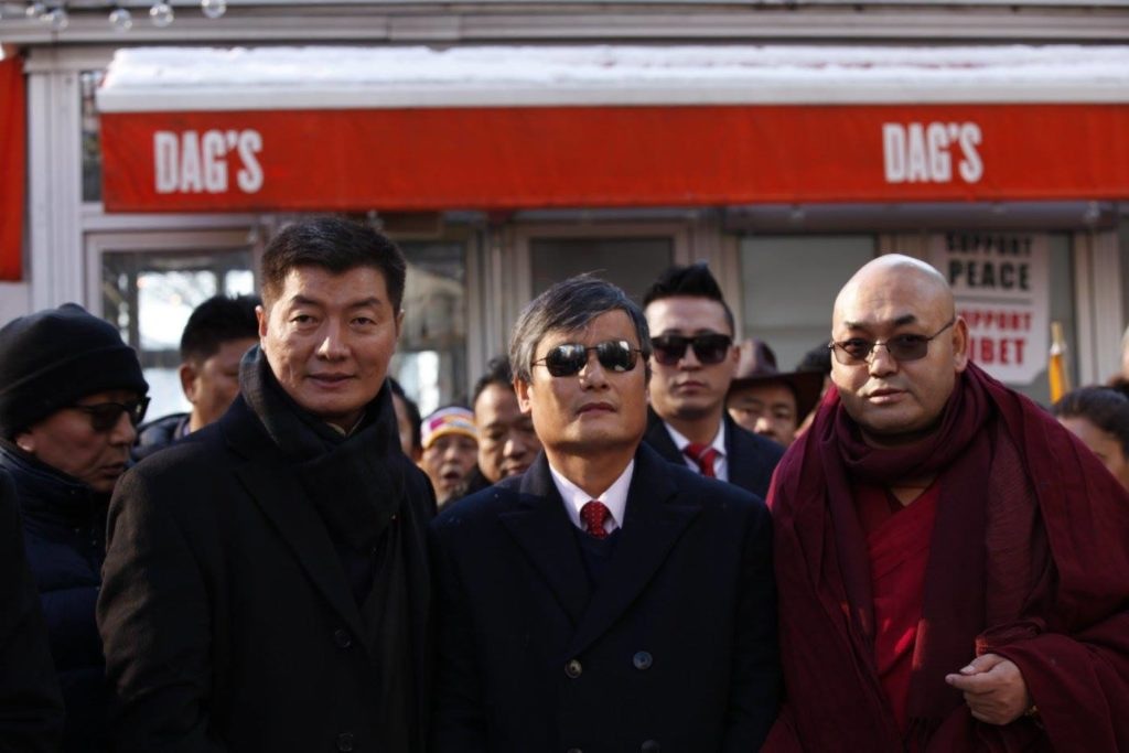 Tibetan political leaders with Chinese activist Chen