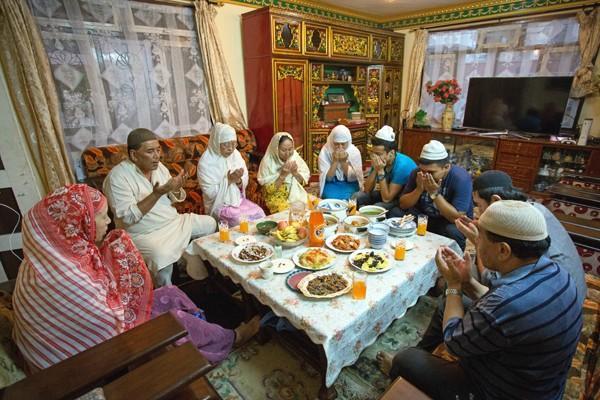 A Tibetan Muslim Family Celebrating Ramadan
