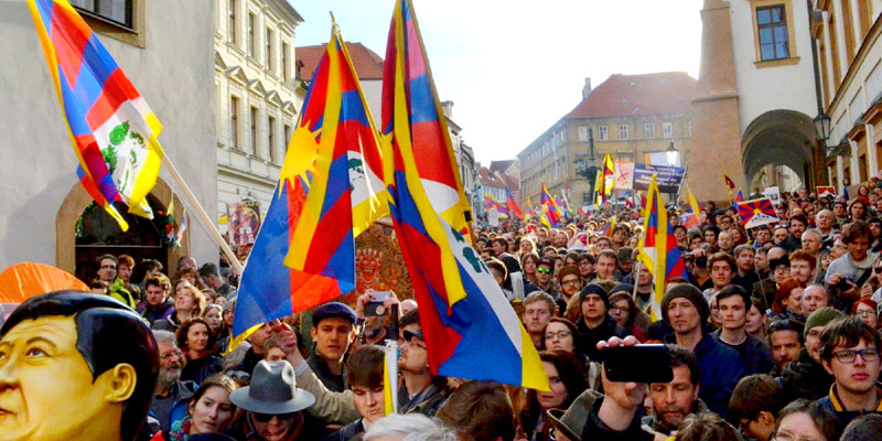 Police Removing Tibetan Flags During Xi's Visit Unlawful: Czech Court