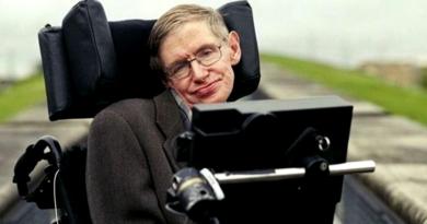 Legendary Physicist Stephen Hawking Dies at 76