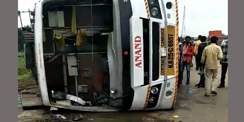 A Tibetan Woman Killed, Over 10 Injured in a Bus Mishap