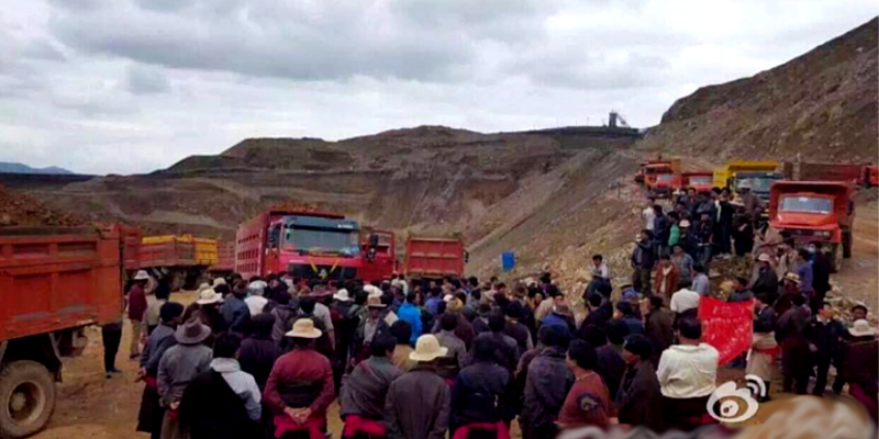 The local Chinese police have launched a violent tear-gas assault on Tibetan villagers in Qinghai's Yulshul prefecture who were protesting over a mining project at their local mountains. The violent suppression of local Tibetan villagers last week led to the end of two month long protest against the suspected Chinese mining operations.