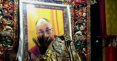 China Deprives Benefits to Tibetan Family Keeping Dalai Lama Photo at Home