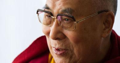 China Claims Tibet Human Rights Critics Enchanted by Dalai Lama