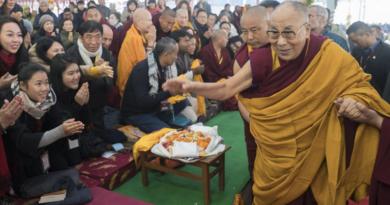Dalai Lama Begins Teachings for 50,000 Devotees in Bodh Gaya