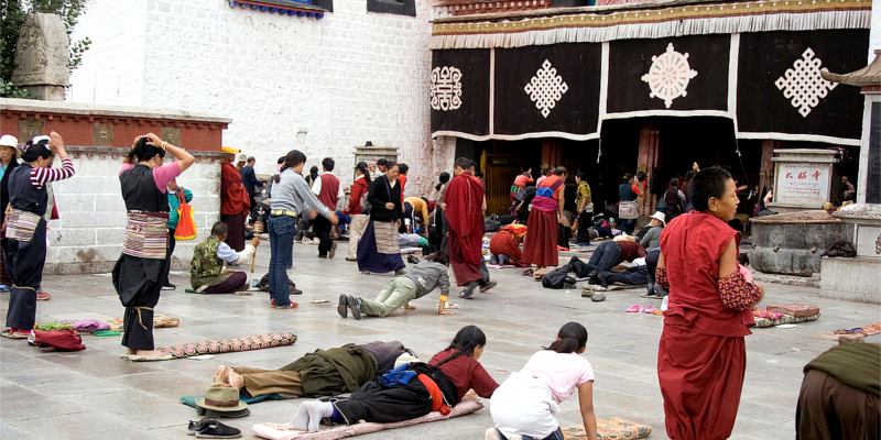 China Bans Tibetan Students from Religious Activities